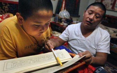 Taksham Tulku Tenzin Gyurme Thinley Dorjee reads the Great History of the Lotus Born Master